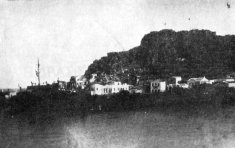 """Το αρματαγωγόν """"Χίος"""" αποβιβάζει Ελληνικές δυνάμεις στην Κάρπαθο τη 31/3/1947"""