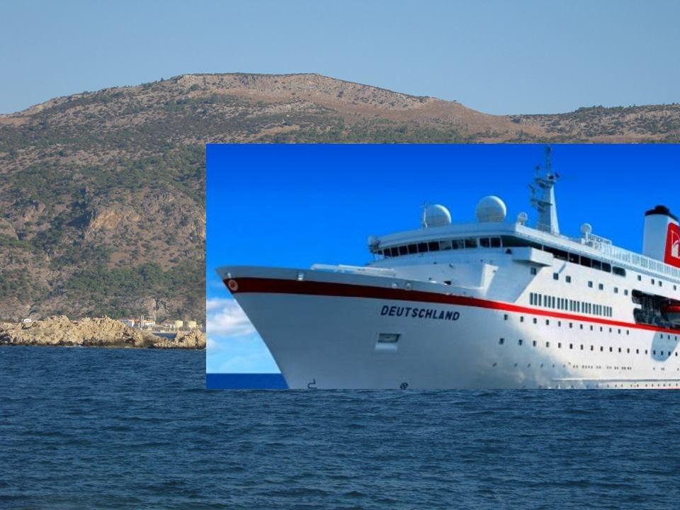 """Το κρουαζιερόπλοιο Deutschland """"αρόδο"""" που απετόλμησε να συμπεριλάβει την Κάρπαθο στο πρόγραμμά του πέρσι στις 21 Οκτωβρίου. Το αποτέλεσμα; Χωρίς κρηπίδωμα να πλαγιοδετήσει,ήλθε, είδε και ...απήλθε, χωρίς να αποβιβάσει τους τουρίστες στα Πηγάδια. Φαντασθείτε το νέο λιμάνι του μελετητή στο Γααρόνησο, ότι προβλέπει 75 μέτρα κρηπίδωμα! όταν τα κρουαζιερόπλοια σήμερα έχουν μήκος 200 μέτρα και βάλε."""