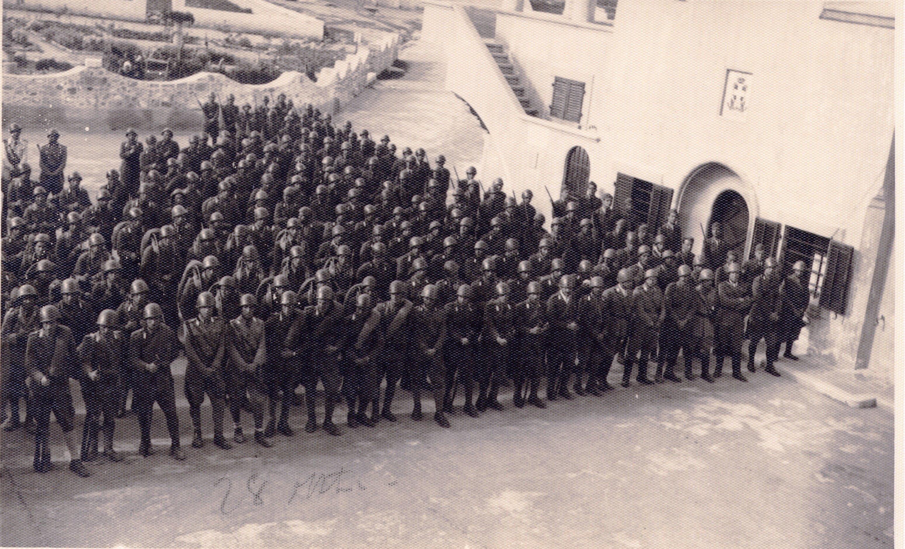Ανθόκηπος Πηγαδίων το 1942 από τα Διοικητήρια. Φωτό από το αρχείο του Μανώλη Κασσώτη