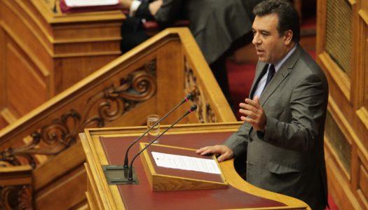 Μάνος Κόνσολας: «Η κυβέρνηση ΣΥΡΙΖΑ-ΑΝΕΛ αφαιρεί από τους μικρούς νησιωτικούς δήμους τη δυνατότητα να διενεργούν διαγωνισμούς για έργα»