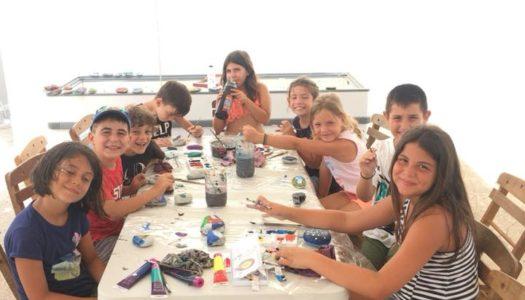 Πολύχρωμη αύρα αγάπης από τα παιδιά της Κάσου για τα πυρόπληκτα παιδιά της Αττικής!