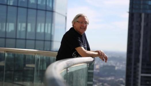 Ο ομογενής γιατρός ογκολόγος Πολυχρόνης (Paul) Hλιάδης, από την Βωλάδα Καρπάθου, πρόσφερε ένα εκατομμύριο δολλάρια στο Πανεπιστήμιο Κουίνσλαντ της Αυστραλίας για την ίδρυση της μοναδικής Έδρας Ελληνικών Σπουδών.