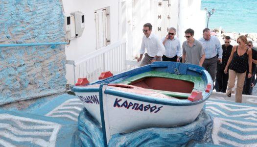 O Πρωθυπουργός Κυριάκος Μητσοτάκης στην Κάρπαθο. Ο Πρωθυπουργός δεσμεύτηκε ότι θα λειτουργήσει πλήρως στελεχωμένο το Νοσοκομείο της Καρπάθου.