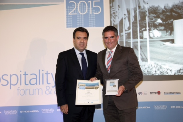M. Κόνσολας και Πολυχρόνης Γριβέας (Διευθύνων Σύμβουλος Astir Pallas Vouliagmenis) στην απονομή του βραβείου Best Greek Hotel & Resort Brand.