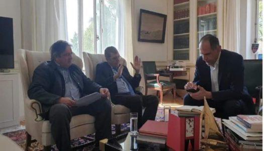 Συνάντηση του δημάρχου Η.Ν.Κάσου Μιχάλη Ερωτόκριτο με τον Υπουργό Επικρατείας Γιώργο Γεραπετρίτη και τον καθηγητή Δημήτρη Κρεμαστινό