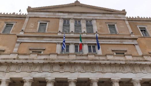 Συμβολική ύψωση της Ιταλικής  Σημαίας στο Ελληνικό Κοινοβούλιο σε ένδειξη συμπαραστάσεως προς τον λαό της Ιταλίας
