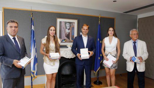 Τη δωρεά 2.800 μασκών προστασίας από τις κυρίες Μαριάννα και Σοφία Ερωτοκρίτου αποδέχθηκε η ηγεσία του Υπουργείου Τουρισμού