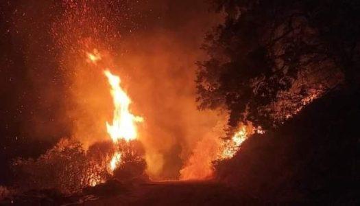 Μεγάλη φωτιά στο Σταυροδρόμι Μεσοχωρίου-Σπόων Καρπάθου!