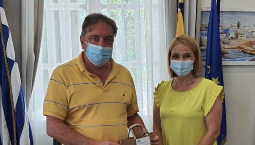 Συνάντηση εργασίας της Βουλευτού Δωδεκανήσου Μίκας Ιατρίδη  με τον Δήμαρχο της  Η.Ν. Κάσου Μιχάλη Ερωτόκριτο