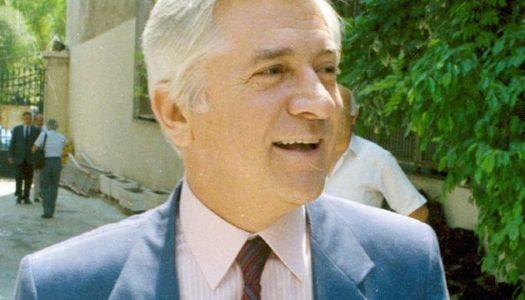 MNHMH ΠΑΥΛΟΥ ΜΠΑΚΟΓΙΑΝΗ: Μια ανθοδέσμη για τον Παύλο Μπακογιάννη